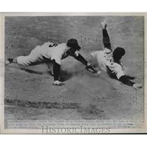1951 Press Photo Yankees 3rd Baseman Jerry Coleman & White Sox Chico Carrasquel