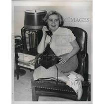 1954 Press Photo Martha Zboravan on Phone in Olney, Maryland About to be Bombed