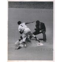 1954 Press Photo Yankees Irving Noren out at 2nd vs Indians Bobby Avila,