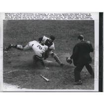 1957 Press Photo Orioles Al Pilarcik vs Clint Courtney of the Nationals