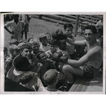 1939 Press Photo Billy Conn with Young Admirers at Training Camp in Leiperville