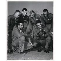 1942 Press Photo Senators Buddy Lewis Talks Baseball to Aviation Cadets