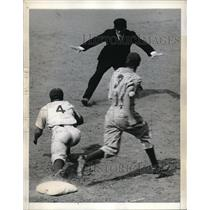 1943 Press Photo Giants Center Fielder Johnny Rucker #3 & Dolph Camilli Brooklyn