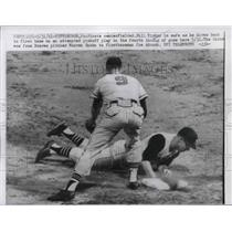 1961 Press Photo Pittsburgh Pirates CF Bill Virdon Safe at 1st Against Braves