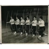 1929 Press Photo of Lady Archers of Temple University Archery Team Lined Up