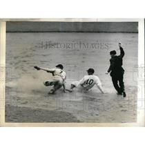 1943 Press Photo Mickey Owen Dodgers Out At 2nd By Whitey Wietelmann Braves MLB