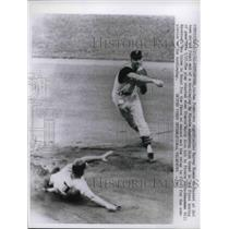 1961 Press Photo Harvey Kuenn out at 2nd, SS Dick Groat makes the play