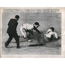 1951 Press Photo Dodger Billy Cox out at 2nd vs Braves Johnny Kerr - nes00092