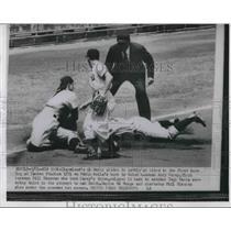 1954 Press Photo Indians Al Smith safe at 3rd vs YankeesYogi Berra, B Skowron