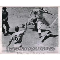 1952 Press Photo Johnny Wyrostek Phillies Scores Run Roy Campanella Dodgers MLB