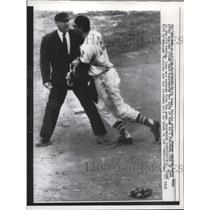 1958 Press Photo Baltimore Oriole Pitcher Billy Loes shoves umpire Larry Napp.