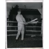 1956 Press Photo Bobby Thomson Outfielder Braves Basking Ridge Home MLB Baseball