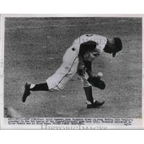 1954 Press Photo Hank Thompson of Giants Dives To Stop a Ball - nes01873