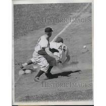 1948 Press Photo Chicago Cubs Center Fielder Phil Cavarretta & Pirates Bookman