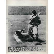 1949 Press Photo Gerry Coleman out at 2nd, Johnny Lipon makes play - nes01408