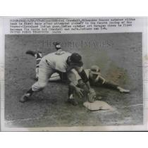 1957 Press Photo Milwaukee Braves catcher Del Crandall slides back to 1st base
