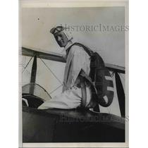 1933 Press Photo robert Wynsham,English stunt parachute jumper at Ramsgate
