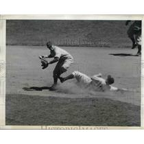 1943 Press Photo Giants' Joe Orengo forced out at 2nd by Cliff Melton at Polo