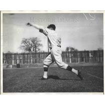 1930 Press Photo Larry French, Pirate Pitcher Letting Go of a Fast Ball