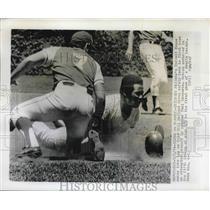 1974 Press Photo Atlanta Braves' Darrell Evans amkes late tag as Chicago Cubs