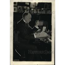 1918 Press Photo John Hays Hammond, famous mining engineer, in his workroom in