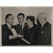 1939 Press Photo Red Cross Awards Late Admiral Cary Grayson, Mrs. Grayson