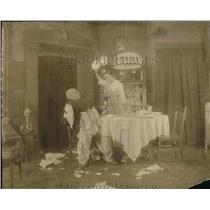 1918 Press Photo Man and Woman Fighting in Dining Room Scene