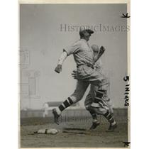 1928 Press Photo of Brooklyn Pitcher Jesse Petty Beating The Throw at First