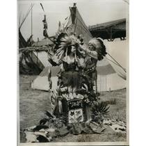 1933 Press Photo Chief Little Horse Crowns Sale Queen of Santa Monica Rode