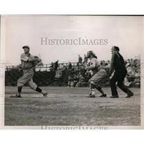 1939 Press Photo Alter Fouls Ball of at Yale vs. Harvard Baseball Game in CT