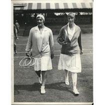 1929 Press Photo U.S. tennis star Helen Jacobs & Mrs. B. C. Covell of England