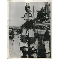 1932 Press Photo Japanese Policewomen Direct Tokyo Intersection After Training