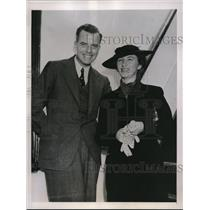 1938 Press Photo Mr and Mrs Richard C. Gill leaving for expedition to the Amazon