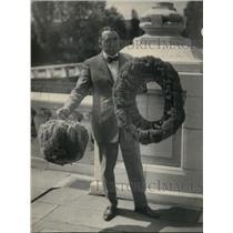 1923 Press Photo Franklin Adams Counselor American Union Holding Cuban Sponge