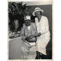 1933 Press Photo William Sinnott & wife at NY hospital