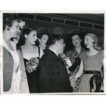 1944 Press Photo Mayor Fiorello La Guardia Surrounded by Beauties at Plaza Hotel