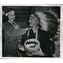 1953 Press Photo Florence Chadwick Little Deer Native American Exhibit Boston