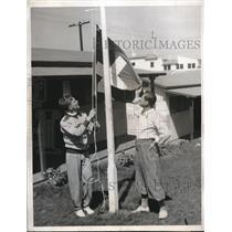 1932 Press Photo Paul Martin and Paul Riesen Raise Swiss Flag at Olympic Village