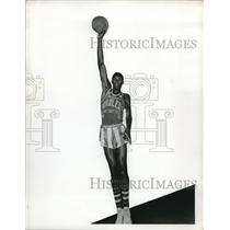 1955 Press Photo Basketball Pro Walter Dukes in Harlem Globetrotters Uniform