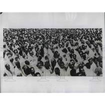 1935 Press Photo Ethiopians at Addis Ababba wait news from front lines