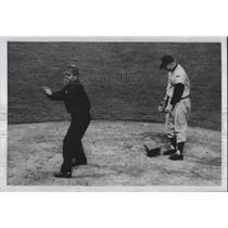 1951 Press Photo Ed Lopat, New York Yankees Pitcher, Andrew Antal Cleveland Ohio