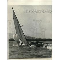 1931 Press Photo Baby Bird Yacht Tips, Red Stephens, Race, Suisun Bay California