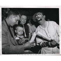 1952 Press Photo Paul Minner and Son, Chicago Cubs, Hap Green, Circus Clown