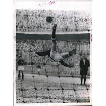 1955 Press Photo Sergio Cervato, Florence Soccer Team, Milan, Italy - nes09080