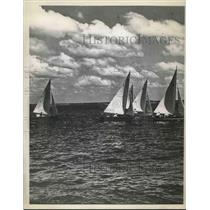 1945 Press Photo Sailboat Yachts Race Through Water On Beautiful Clear Day