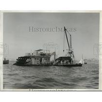 1932 Press Photo Retrieval operations at the crash site of Military Aircraft