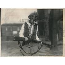 1924 Press Photo Emma Brown, a sharpshooter on the Drexel College, Philadelphia