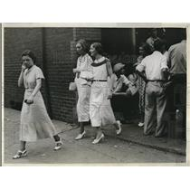 1934 Press Photo Girl office workers going to work through picket line