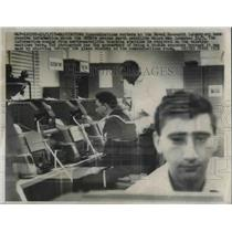 1957 Press Photo Communications Workers At Naval Research Laboratory