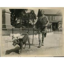 1926 Press Photo All_Around Athlete and Explorer Dr. Jesse Walker with His Dogs